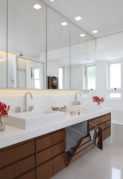Baños de estilo  por Lore Arquitetura