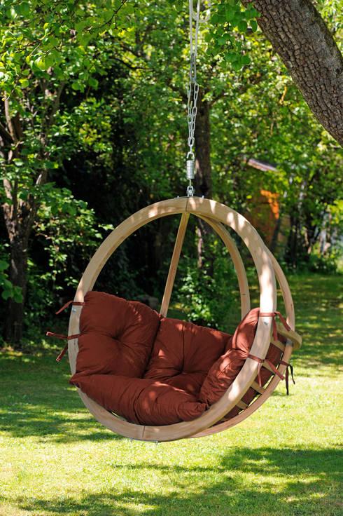 Hängesessel Globo Chair: rustikaler Balkon, Veranda & Terrasse von AMAZONAS GmbH
