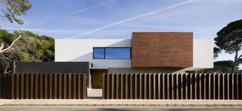Casa D&E: Casas de estilo moderno de sanahuja&partners
