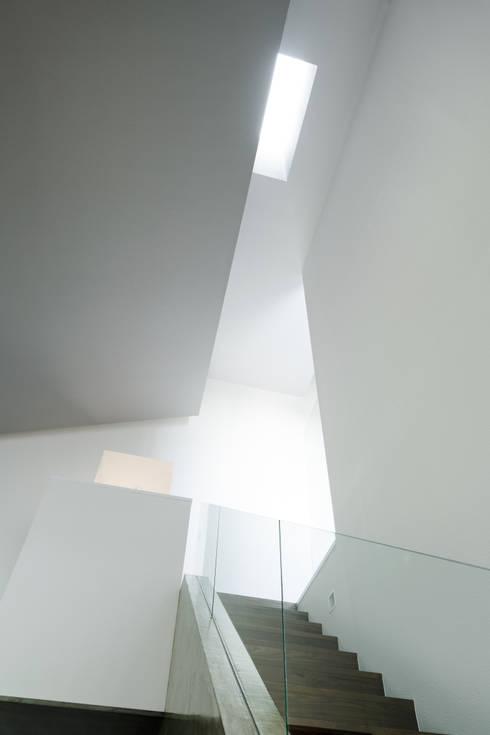 Form / Koichi Kimura Architects의  복도 & 현관