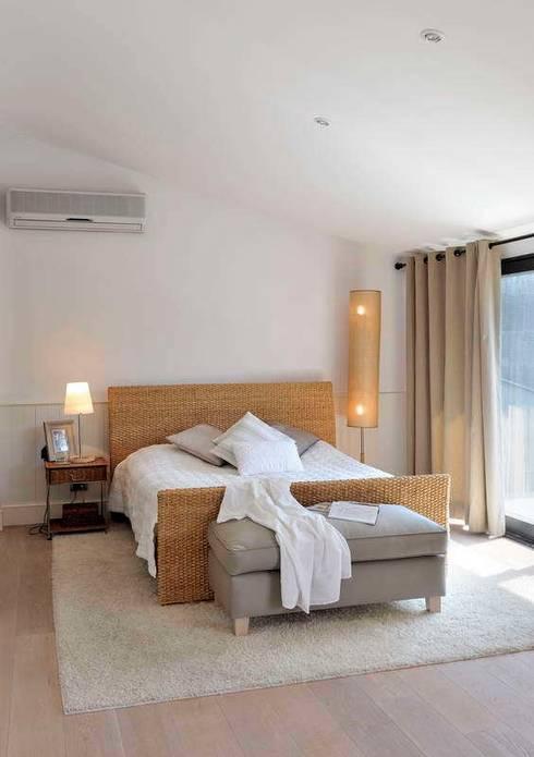 EK HOUSE SAKLIKORU: modern Bedroom by Esra Kazmirci Mimarlik