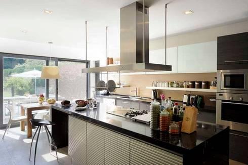 EK HOUSE SAKLIKORU: modern Kitchen by Esra Kazmirci Mimarlik