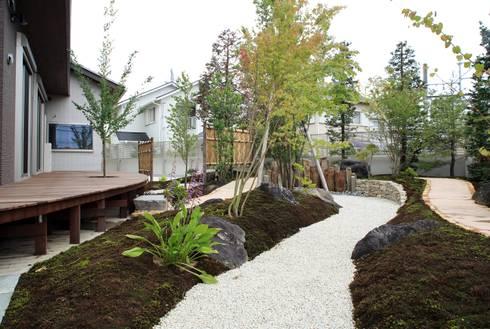もてなしの家・和のエスプリを継ぐ家: やまぐち建築設計室が手掛けた庭です。