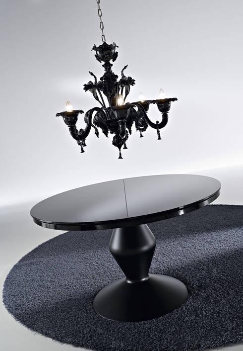 TAVOLO MICHELANGELO: Sala da pranzo in stile in stile Moderno di Ciacci