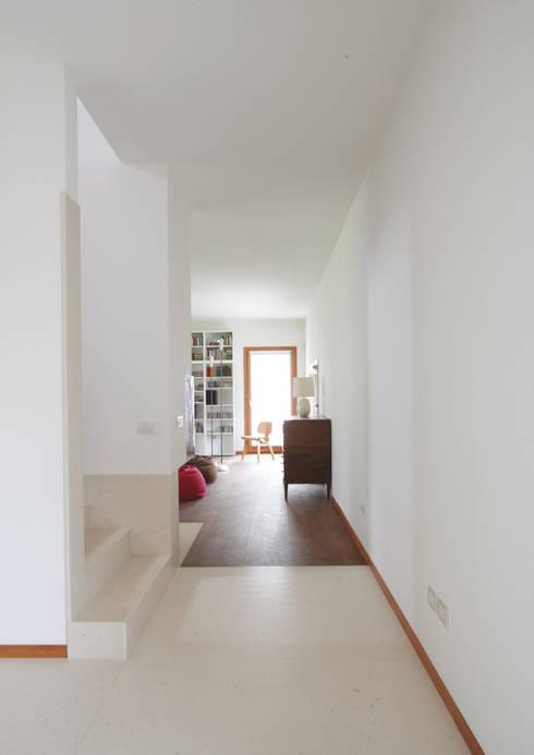 Casa Dsas: Case in stile  di Alessandro Verona Studio