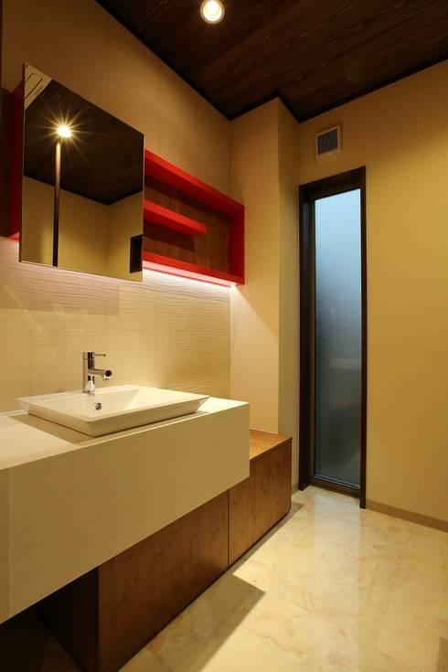 Bathroom by やまぐち建築設計室