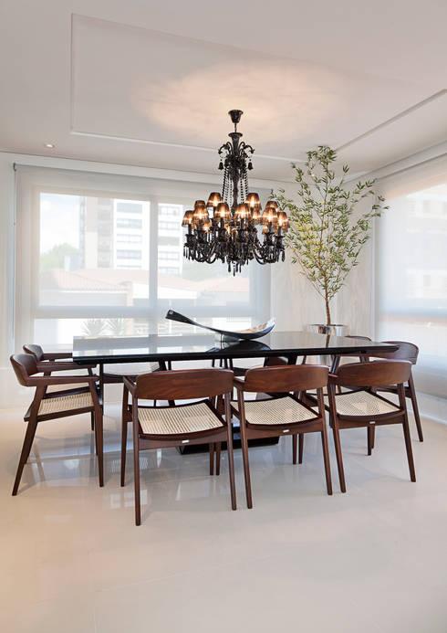 Cliente F: Salas de jantar modernas por Link Interiores