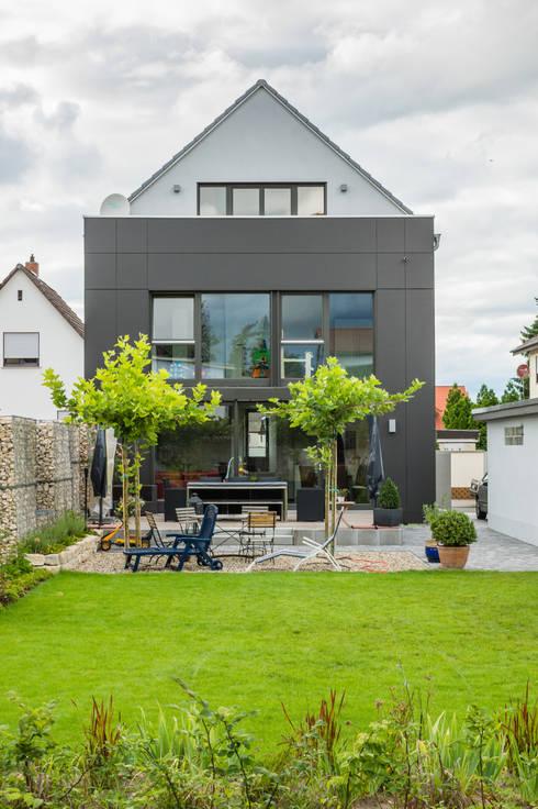 Projekty,  Ogród zaprojektowane przez Helwig Haus und Raum Planungs GmbH