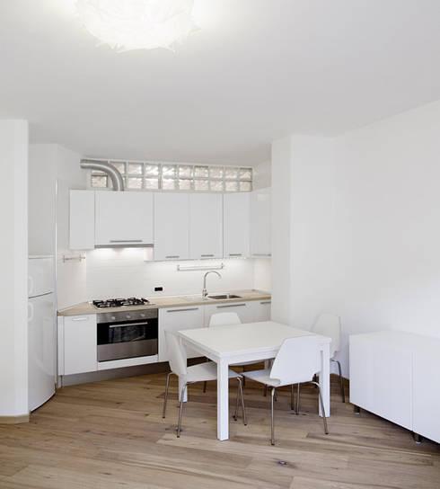 Simmetrie: Cucina in stile  di PAZdesign