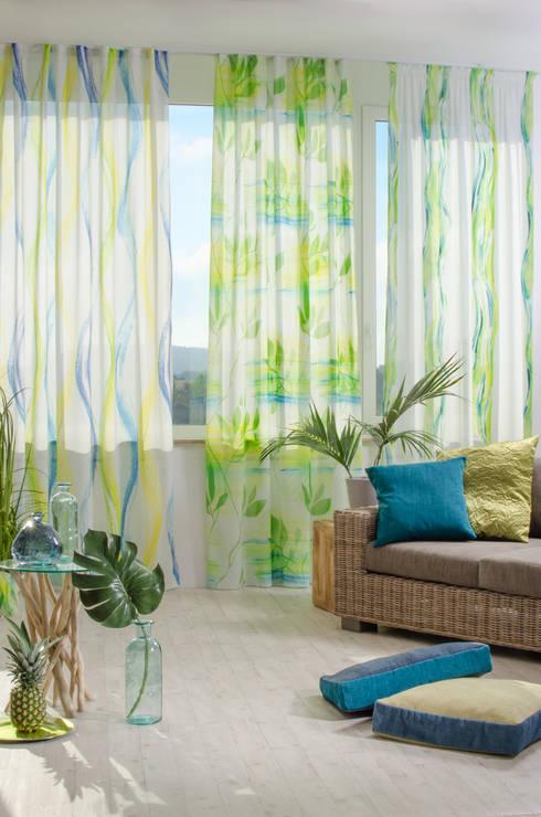 Dominica: moderne Wohnzimmer von Indes Fuggerhaus Textil GmbH