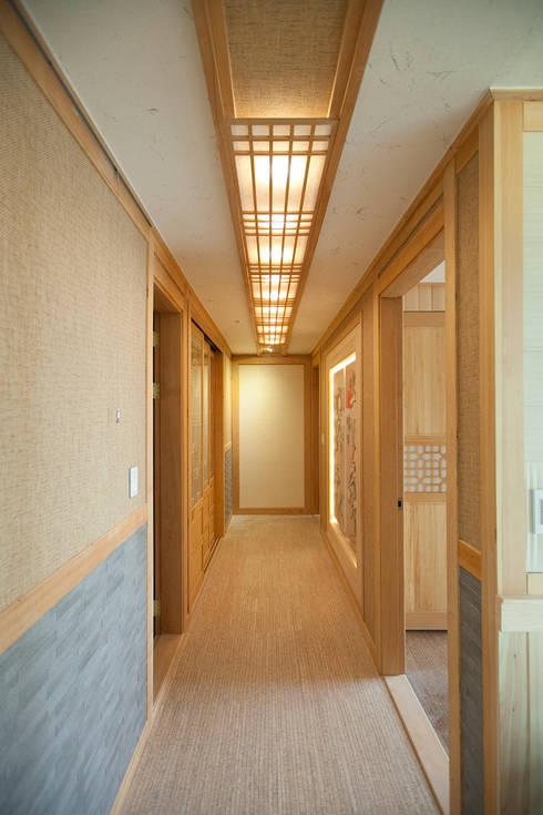 아파트를 한옥으로: 한옥공간의  복도 & 현관