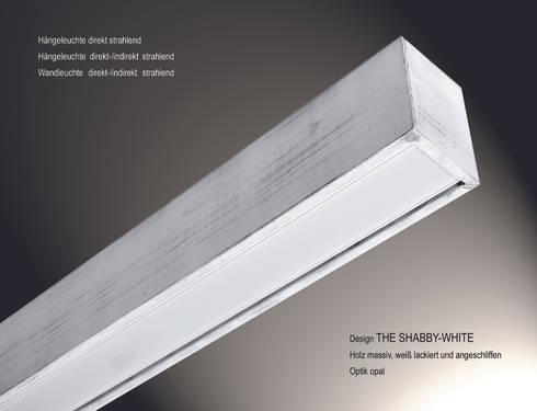 """Design """"The Shabby White"""": moderne Wohnzimmer von Lignalux"""