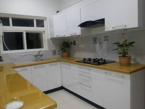 Prestige Kingston Garden, Bangalore: modern Kitchen by Arka Interio