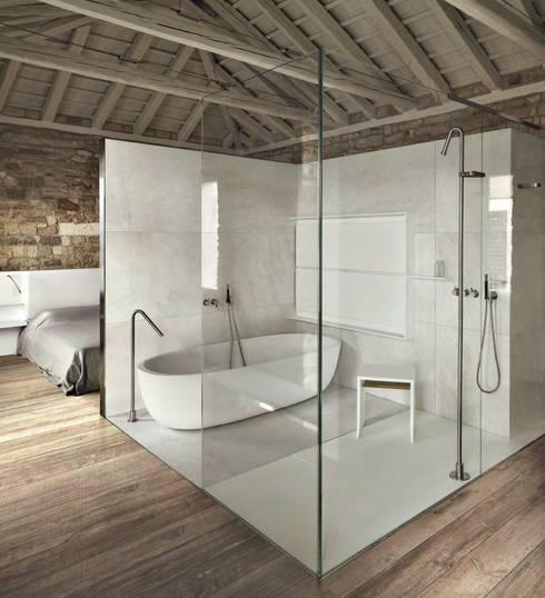 Ванные комнаты в . Автор – Plaza Yapı Malzemeleri