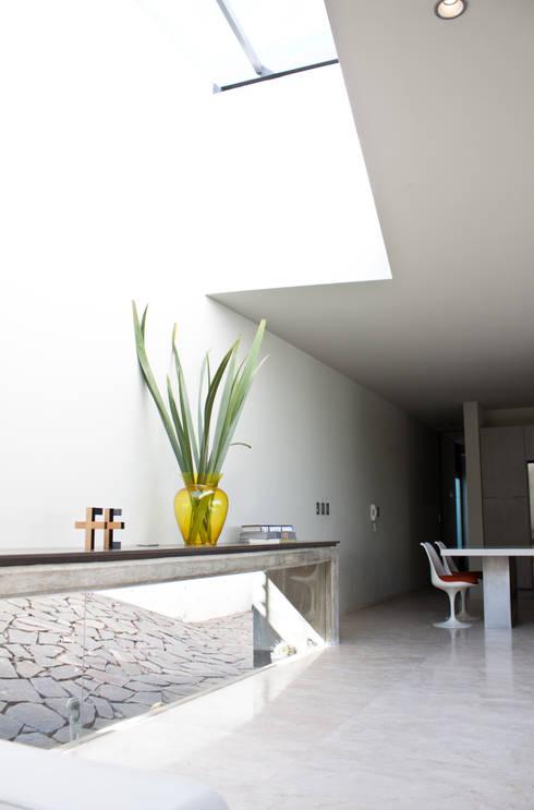 Casa  Sta. Catalina / 12º:  de estilo  por Taller5 Arquitectos