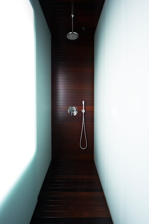 A HOUSE: Baños de estilo  de Vaíllo & Irigaray