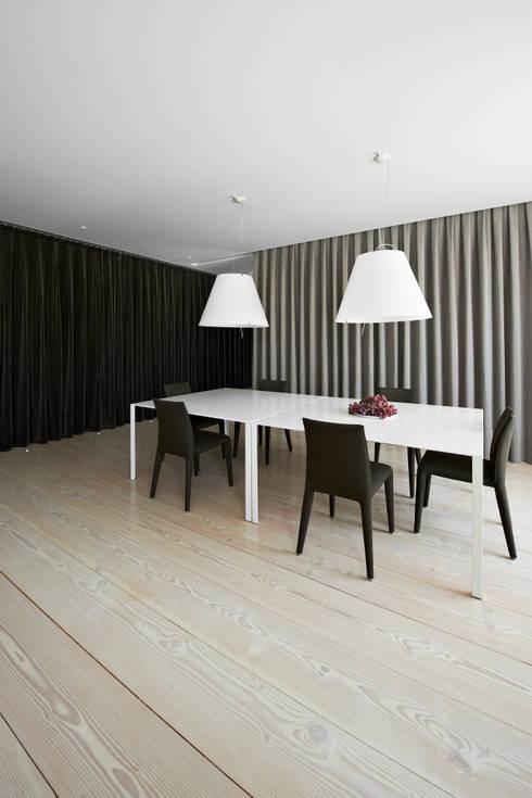 A HOUSE: Comedores de estilo  de Vaíllo & Irigaray