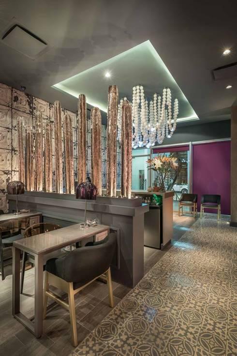 Yo te Cielo, Salon de belleza, Monterrey: Espacios comerciales de estilo  por FT Wallmosaic