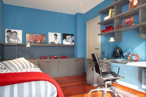interiorismo infantil: Dormitorios infantiles de estilo moderno de Molins Interiors