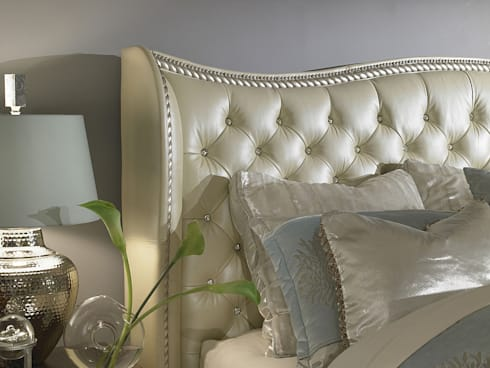 Queen Upholstered Bed: classic Bedroom by Royz Furniture