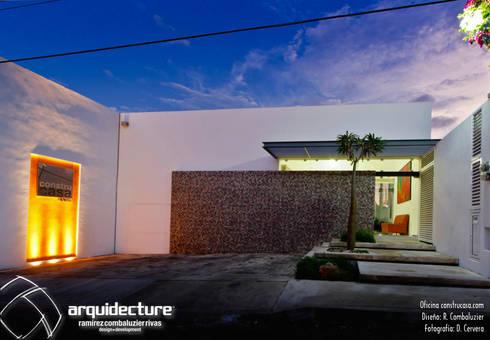 REMODELACIÓN OFICINAS CONSTRUCASA:  de estilo  por Grupo Arquidecture