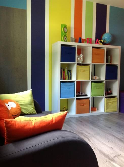 Aménagement et décoration d'une salle de jeux pour enfant.: Chambre d'enfant de style de style eclectique par Myriam Galibert Amenagement