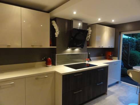 MR & MRS LAWLESS KITCHEN: modern Kitchen by Diane Berry Kitchens