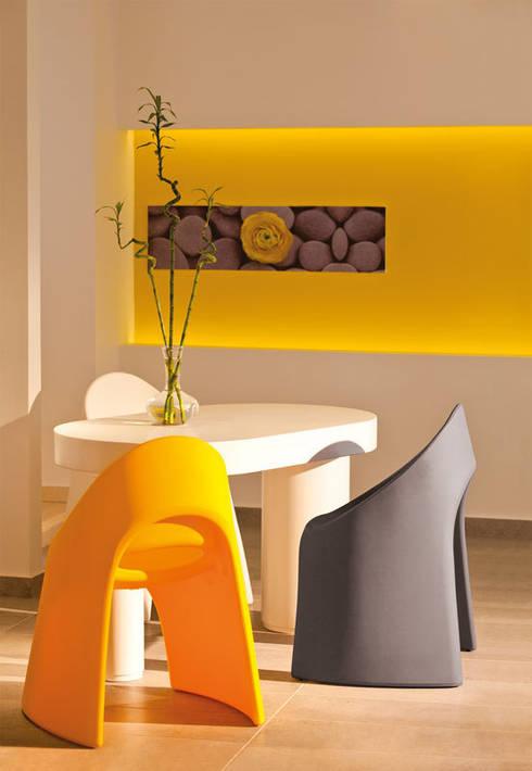 Amélie sedia: Negozi & Locali Commerciali in stile  di pertichini design