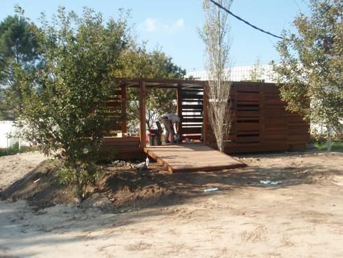 Stand expositivo en Campolameiro: Ferias de estilo  de MUIÑOS + CARBALLO arquitectos