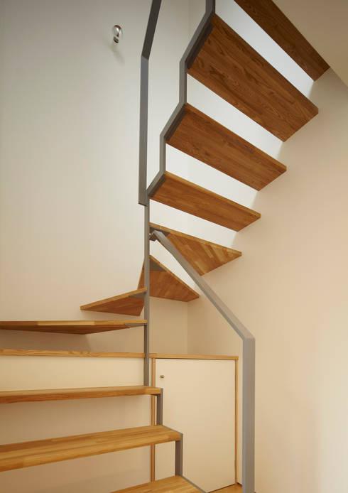 階段: Osamu Sano Architect & associatesが手掛けた廊下 & 玄関です。