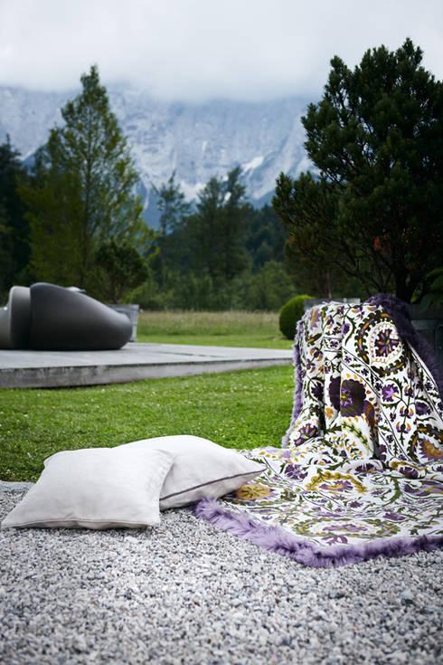 plaids und kissen von strigo gmbh homify. Black Bedroom Furniture Sets. Home Design Ideas