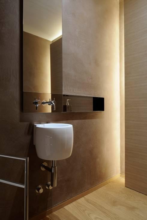 BAGNO OSPITI: Bagno in stile in stile Moderno di ANG42