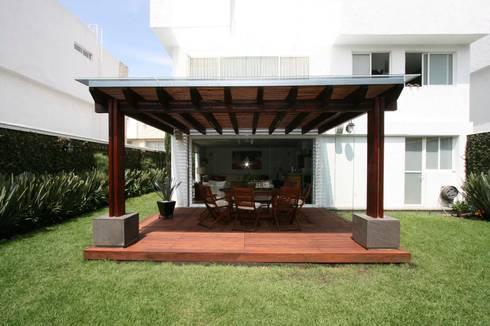 TERRAZA AJUSCO: Balcones y terrazas de estilo moderno por Capitel Arquitectura