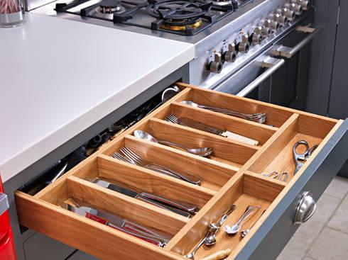 Bespoke Handmade Traditional Kitchen: modern Kitchen by Williams Ridout