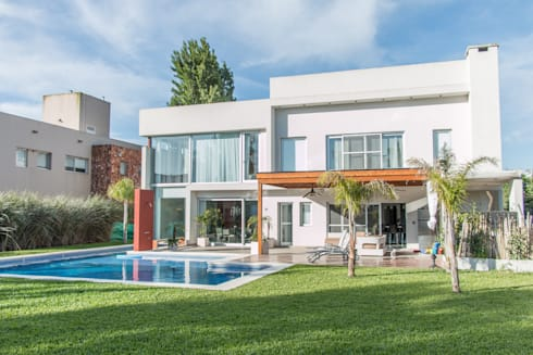 Metamorfosis arquitectònica: viejo espacio/nuevo uso: Casas de estilo moderno por LEBEL