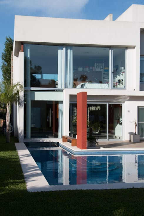 Metamorfosis arquitectònica: viejo espacio/nuevo uso: Jardines de estilo moderno por LEBEL