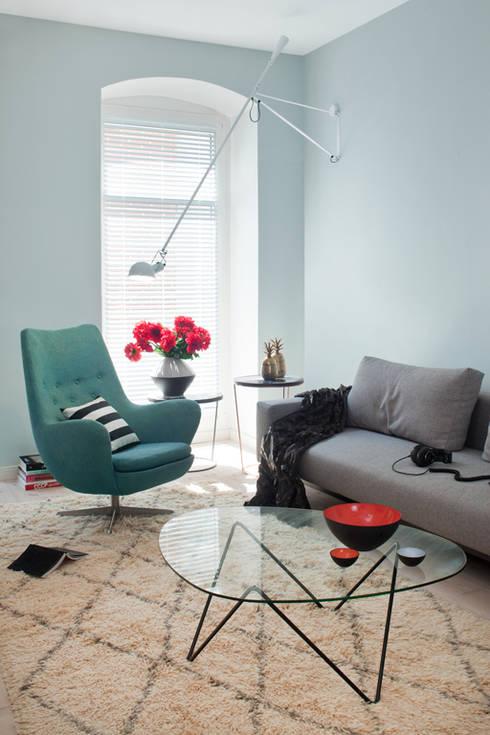Salas de estar ecléticas por VINTAGENCY