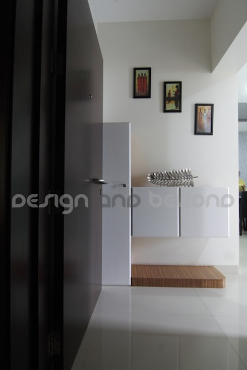 Entrance Lobby: modern Houses by Design and beyond
