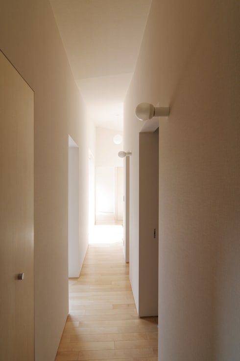 Corridor, hallway by ウタグチシホ建築アトリエ/Utaguchi Architectural Atelier