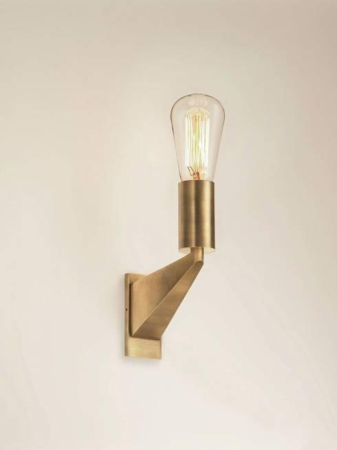 Messing Wandleuchte:  Wohnzimmer von LFF Licht Form Funktion Leuchten GmbH