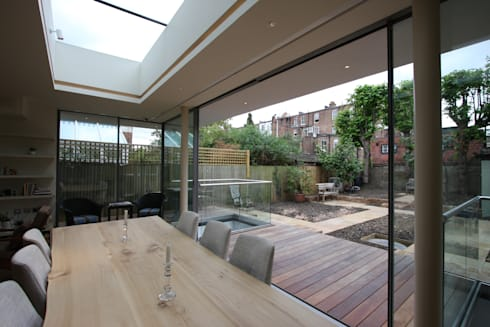 Courthope Road: modern Dining room by IQ Glass UK