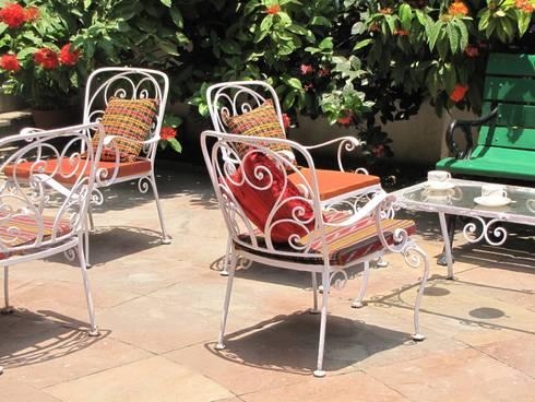 Sit Outs :  Balconies, verandas & terraces  by TUNI Interiors Pvt. Ltd.