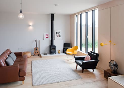 Long Crendon: scandinavian Living room by MailenDesign