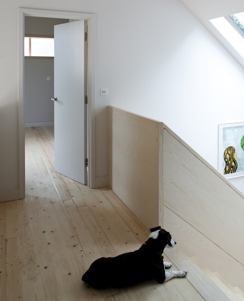 Long Crendon:  Corridor & hallway by MailenDesign