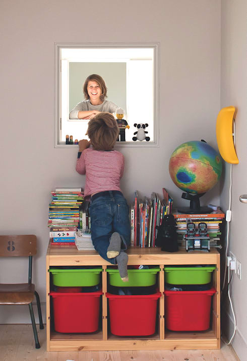 Long Crendon: scandinavian Nursery/kid's room by MailenDesign