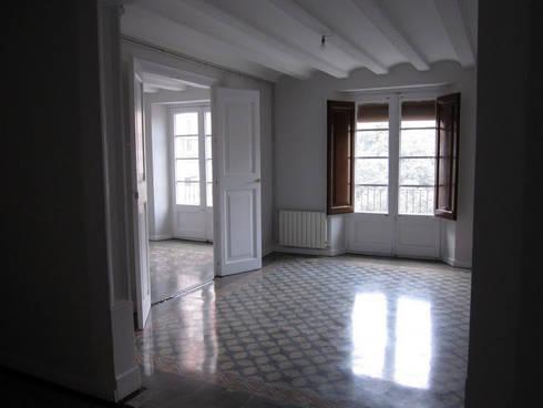 PLM 8. PISO: Casas de estilo clásico de BONBA studio