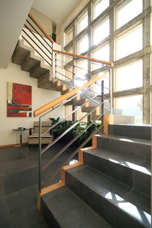 Corridor & hallway by Arq. Bernardo Hinojosa