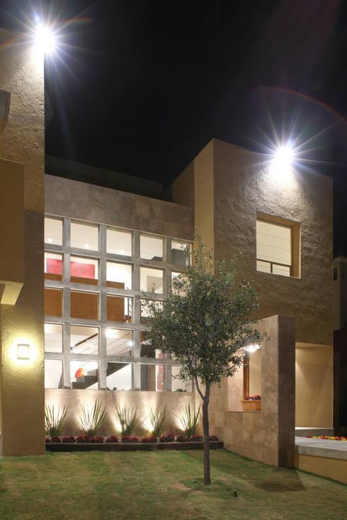 Casa Caritas No.58: Casas de estilo  por Arq. Bernardo Hinojosa