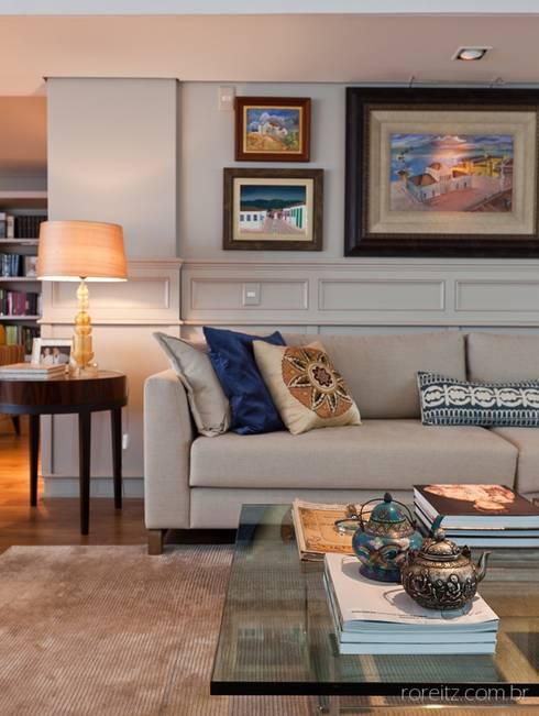 Apartamento à beira mar: Casas modernas por MarchettiBonetti+