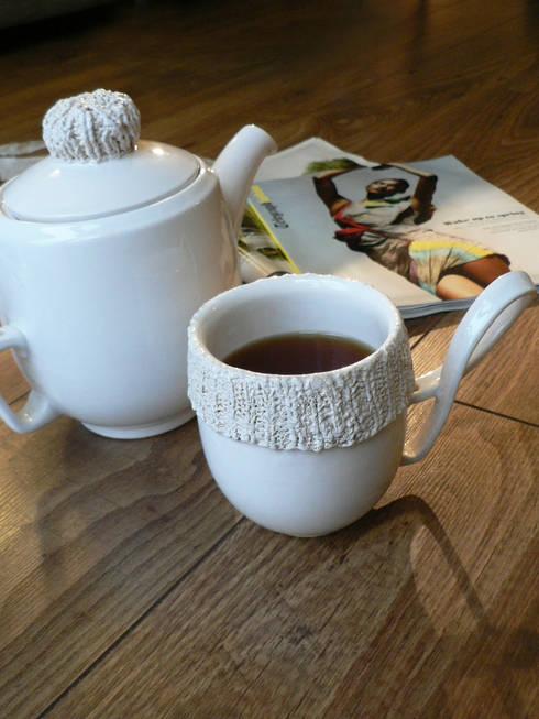 Service à thé pour Denby: Salle à manger de style de style eclectique par Alexia Delas Design